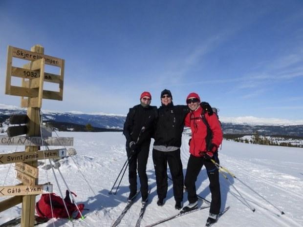 Skilanglaufgruppe hat Spaß beim aktiv sein