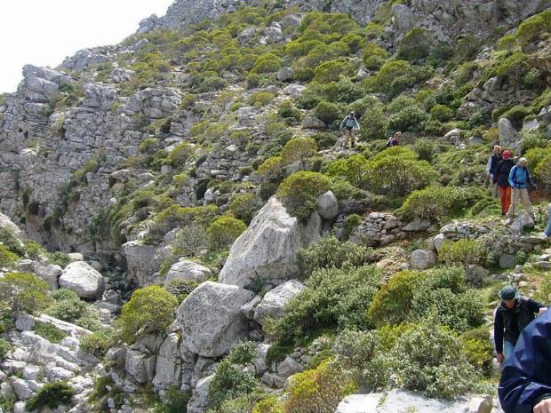 Die Berge und Felswände von Karpathos
