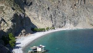 Wunderschöne Bucht mit einem Haus auf dem Wasser