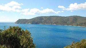 Blick auf Elba in die schöne Bucht