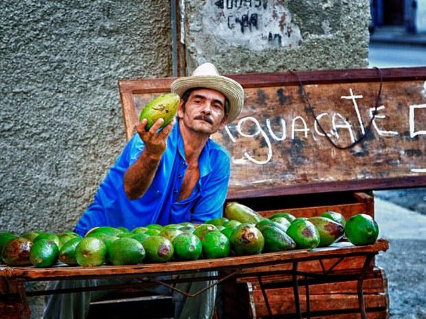 Ein Obstverkäufer am Straßenrand