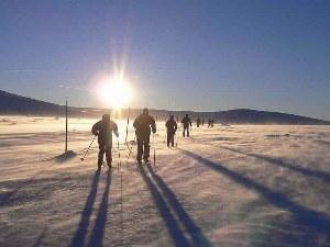 Schneewwandern in der Sonne