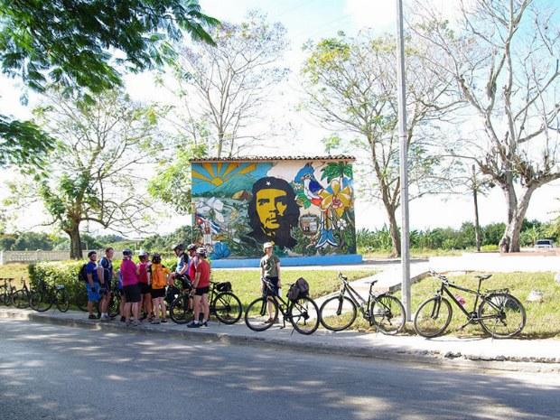 Eine Pause am Abbild von Kubas Nationalhelden