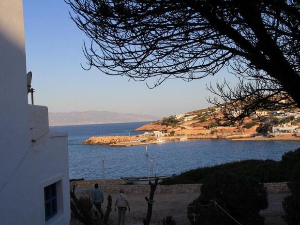 Häuser an der Küste mit Abendlicht