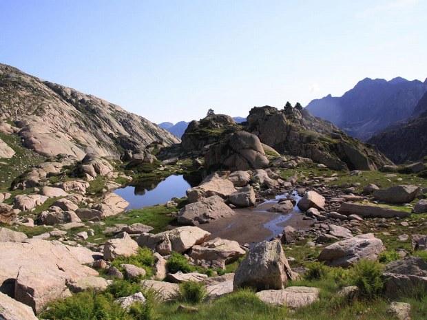 Eine steinige Berglandschaft