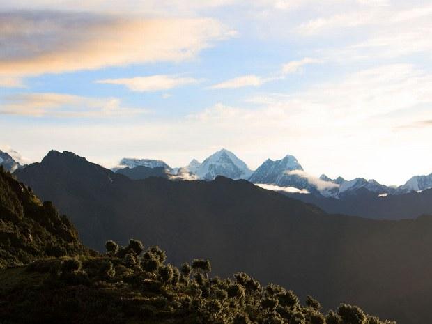 Blick über die hohen Berge des Himalayas