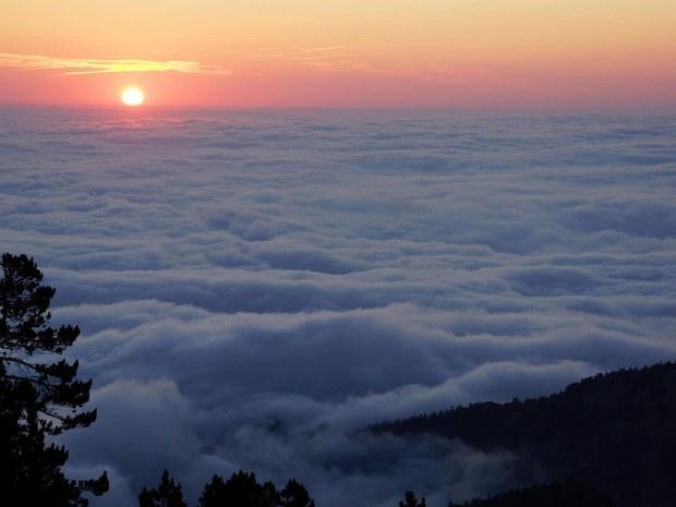 Sonnenaufgang über den Wolken
