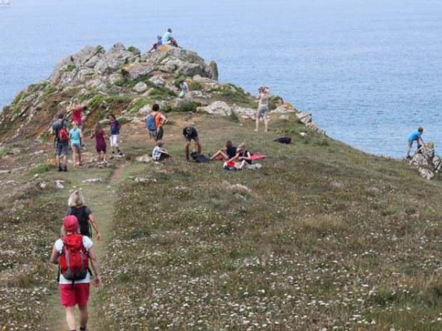 Familienwanderung im Familienurlaub im Bretagnecamp.