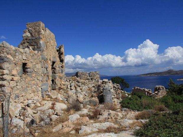 Ruinen an der Küste der kleinen Kykladen