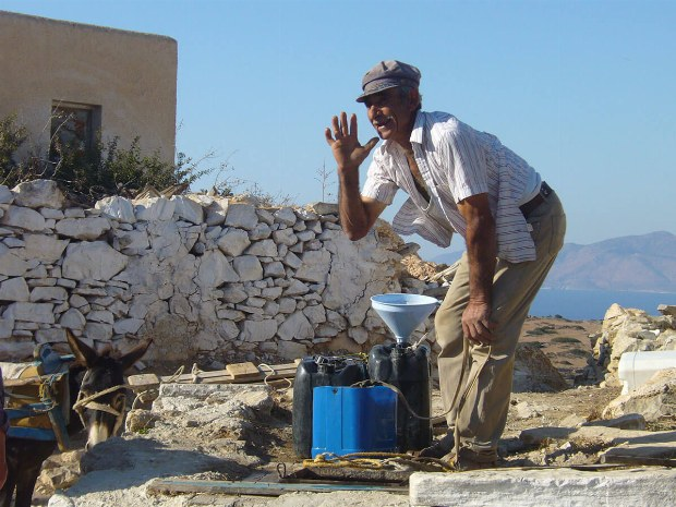 Einheimischer Mann beim arbeiten