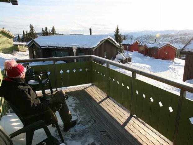 Blick vom Balkon der Unterkunft auf die Winterlandschaft